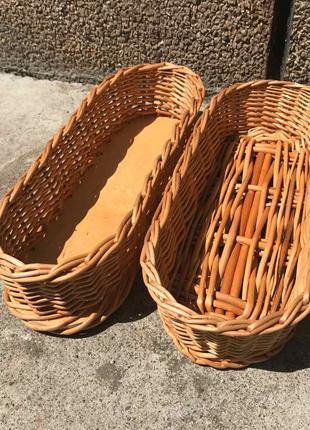 Плетеные корзины (диспенсер) для столовых приборов.
