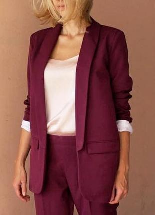 Шикарный брючный костюм удлиненный пиджак жакет марсал винный