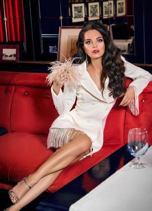 Сексуальное трендовое белое платье пиджак на пуговицах с бахромой