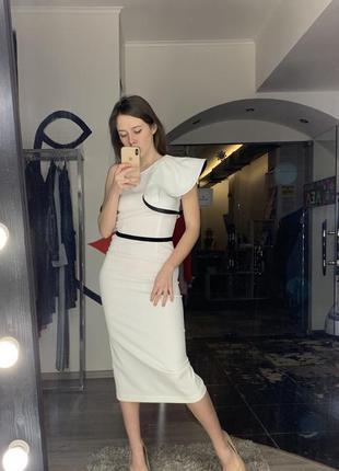 Шикарное вечернее коктейльное платье футляр белое с воланом на...