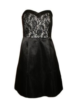 Платье с открытыми плечами с кружевом гипюром, расклешенное бю...