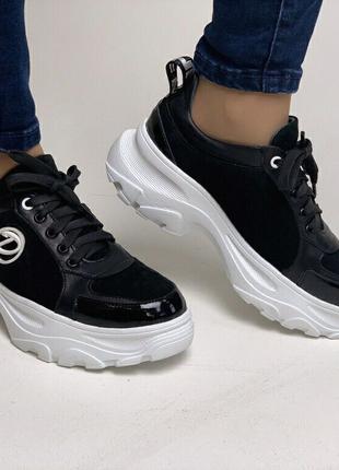 Женские кроссовки кожаные черные
