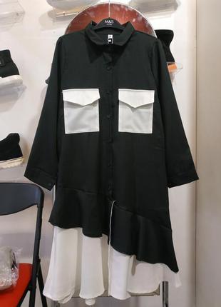 Оригинальное черно -белое платье свободного кроя
