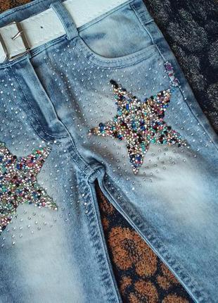 Стильные джинсы на девочку