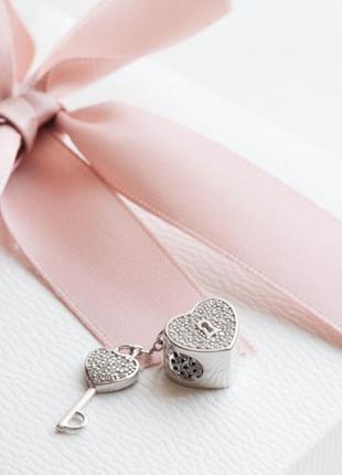 Пандора серебрро 925 шарм ключ и сердце п028