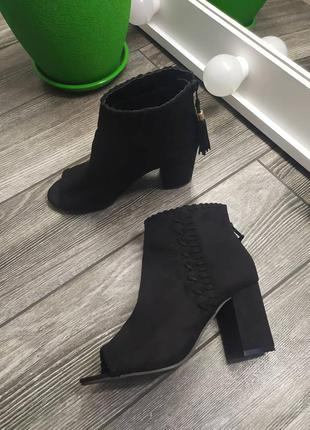 Стильные ботильоны туфли