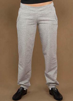 Фирменные трикотажные спортивные штаны серый меланж adidas ори...