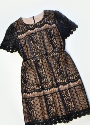Красивое кружевное платье