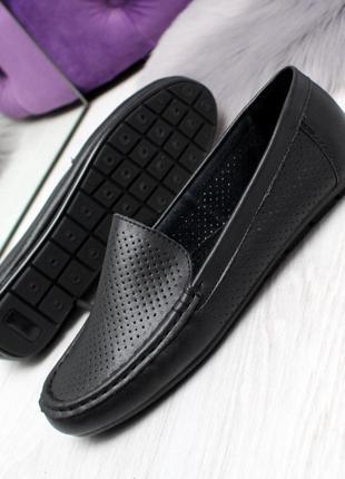 Натуральные туфли с перфорацией