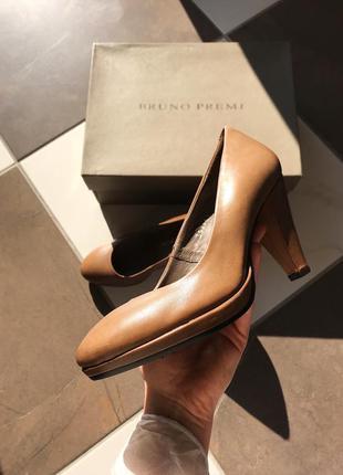 Полностью кожаные туфли на каблуке bruno premi, натуральная ко...