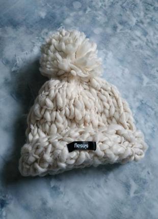 Теплая шапка крупной вязки