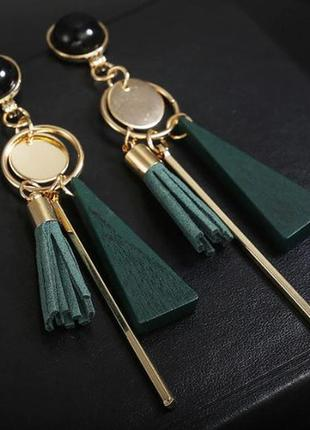 Стильные длинные серьги кисточки геометрия зеленого цвета