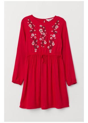 Красное платье с вышивкой на девочку