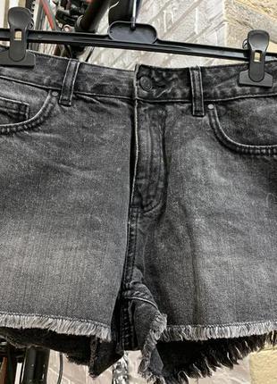 Шорты джинсовые черно-серый  высокая посадка с  необработанным...