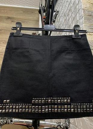 Юбка мини черная с заклепками