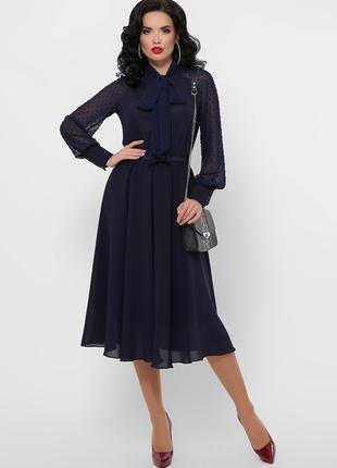 Элегантное платье из креп-шифона синего цвета
