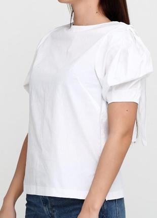 Блуза з рукавом воланом