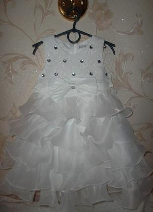 Нарядное платье на девочку молочное 4г