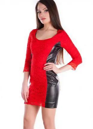 Платье кружевное с кожаными вставками по фигуре, платье красное