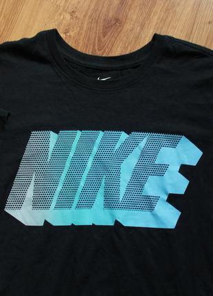 Прекрасная футболка с большим лого всегда актуальный бренд nik...