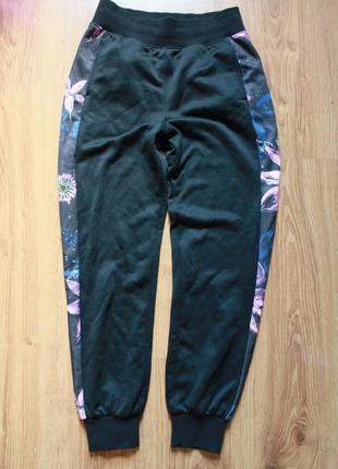 Привлекательные женские спортивные штаны с лампасами в цветы н...