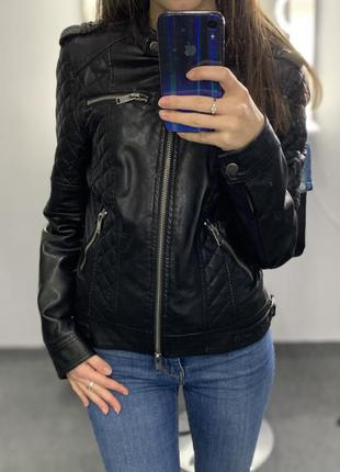 Трендовая кожаная куртка