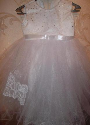 Нарядное платье на девочку 3г