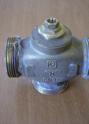 """Трехходовой клапан HERZ 1 1/2"""" с термоголовкой и вынос. датчиком"""