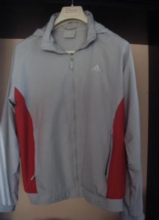 Куртка спортивная adidas из мягенькой плащёвки.