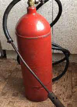Газовый баллон со шлангом  и горелкой