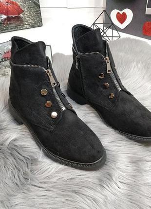 Стильные ботинки больших размеров.