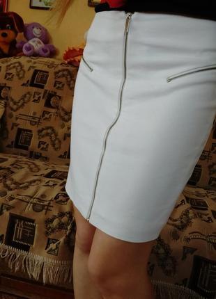 Красивая белая юбка на молнии брендовая юбка-карандаш