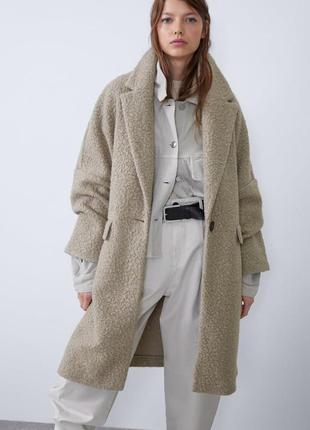 Пальто оверсайз из ткани букле zara