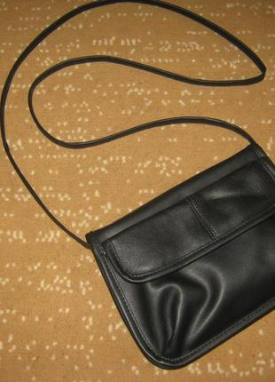 Стильная черная сумочка с длинной ручкой как новая