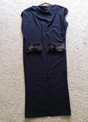 Модное платье с меховыми кармашками с разрезом спереди