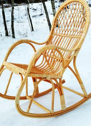 Кресло качалка плетёная из лозы.