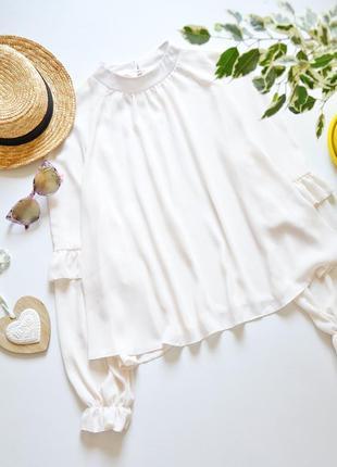 Красивая блуза с обьемными рукавами и рюшами