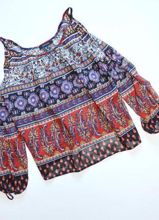 Блуза с разрезами на рукавах в стиле бохо