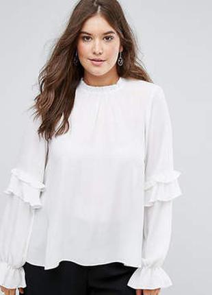 Красивая блуза с обьемными рукавами и оборками
