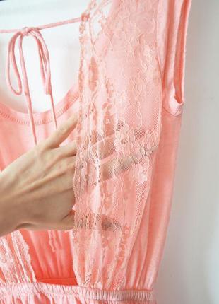 Платье из льна с красивой кружевной спинкой
