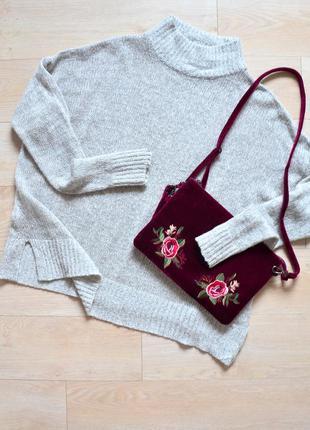 Оверсайз свитер с разрезами по бокам