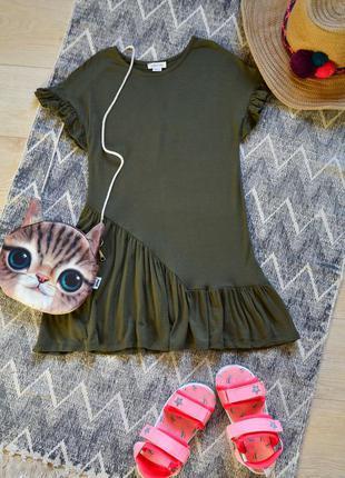 Платье с оборкой цвета хаки