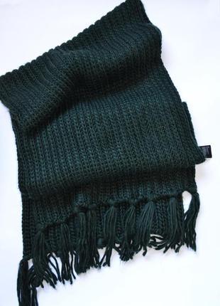 Широкий шарф красивого зеленого цвета