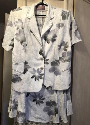 Костюм юбка и пиджак размер 48(3хл)