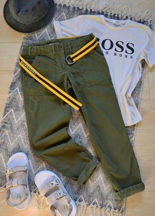Актуальные брюки cargo цвета хаки