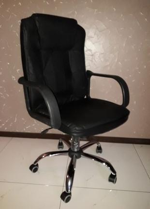 Крісло шкір'яне,офісне,комп'ютерне,деректоське з Німеччини