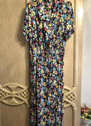 Шикарное яркое в цветы платье вискоза