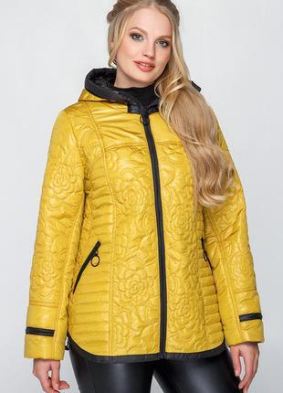 Укороченная легкая весенне-осенняя куртка в больших размерах