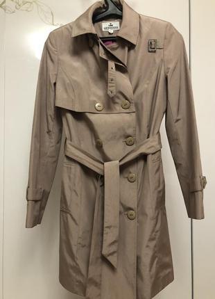 Очень красивое пудровка пальто плащ размер л