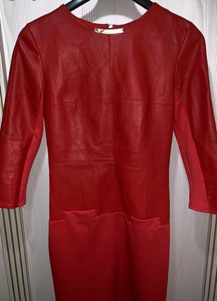 Красное платье молния на спине из кож зама размер s